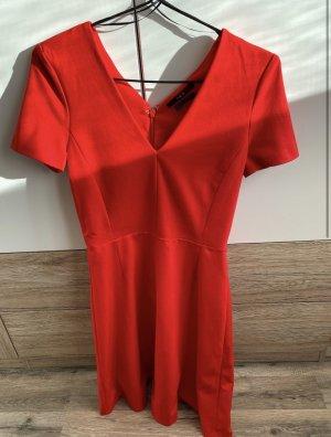 Rotes Kleid V-Ausschnitt