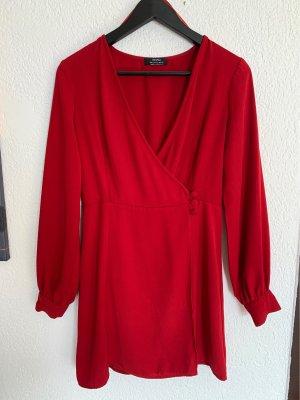 Bershka Kopertowa sukienka ciemnoczerwony-czerwony