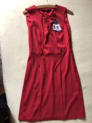 Rotes Kleid von Guess