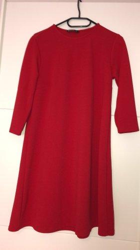 Rotes Kleid von Stradivarius