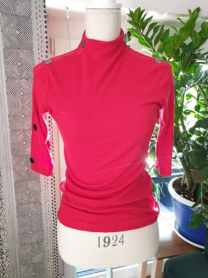 rotes Knopfshirt