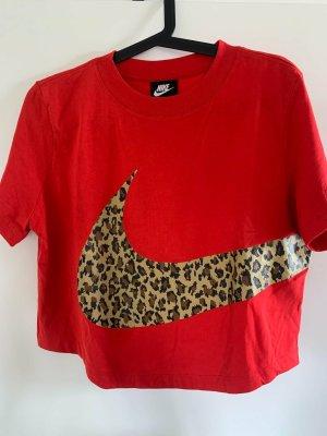 rotes kurzes Nike-Shirt