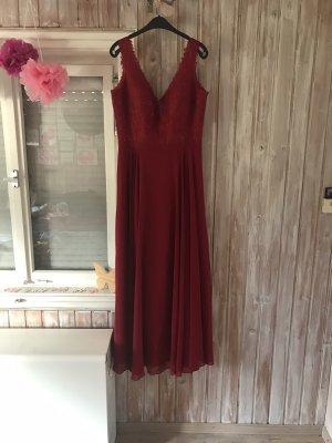 Rotes langes Abendkleid