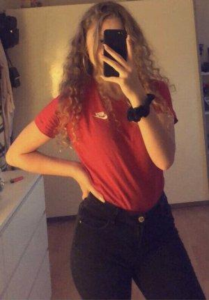 rotes Nike T-Shirt