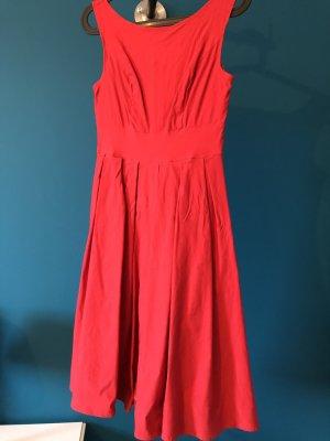 rotes Petticoat Kleid