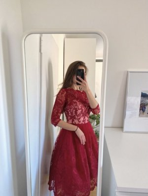 Rotes schickes, romantisches Kleid mit Spitze und Tüll