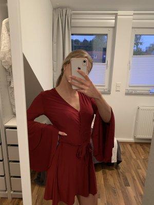 Rotes schönes Kleid
