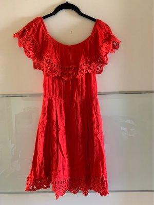 Rotes, schulterfreies Kleid in Größe S