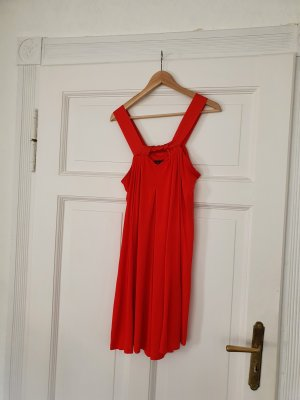 Rotes Seidenkleid