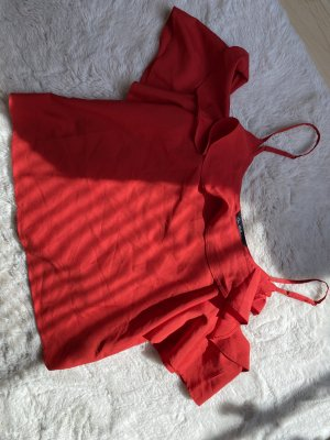 Haut avec une épaule dénudée rouge