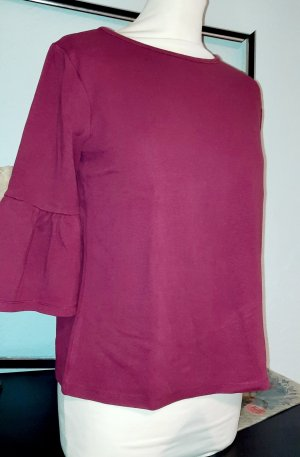 Rotes Shirt mit Rüschen an den ¾Ärmeln