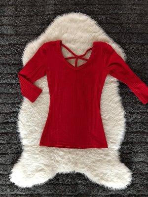 Rotes Shirt rückenfrei