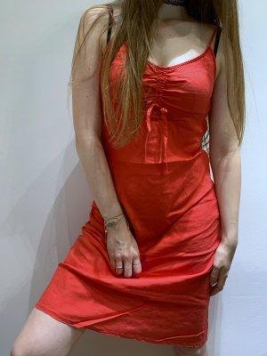 Rotes Sommerkleid / Taifun