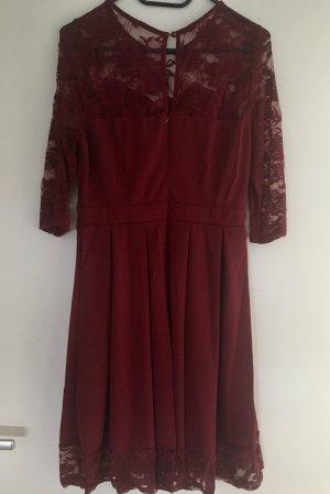 Robe en dentelle rouge carmin polyester