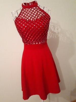 Sukienka z dekoltem typu halter czerwony
