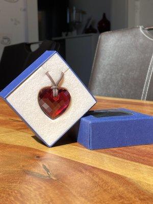 rotes Swarovski Herz mit Lederband