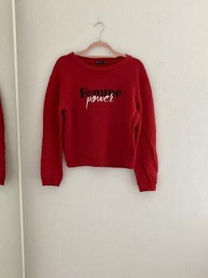 Rotes Sweatshirt mit Aufschrift