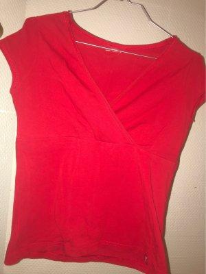 Rotes T-Shirt im Wickeldesign