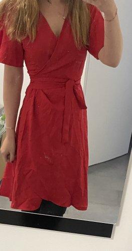Rotes Wickelkleid
