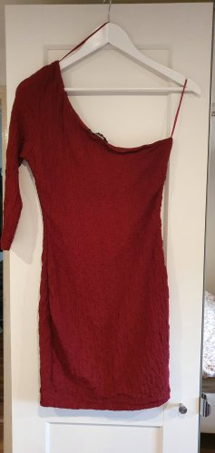 Rotweinfarbenes Kleid