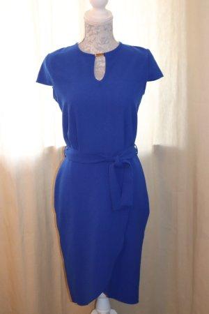 Royalblaues Kleid schick
