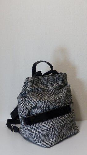 Trekking Backpack black-white