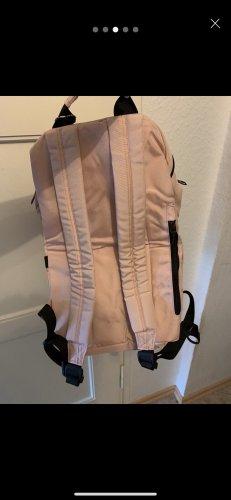 Plecak na notebooka w kolorze różowego złota