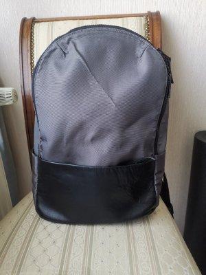 Rucksack mit Leder