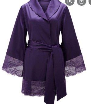 Conjunto de lencería violeta oscuro