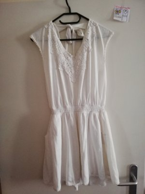 S Kleid ärmellos weiß Amisu mit kl. Flecken