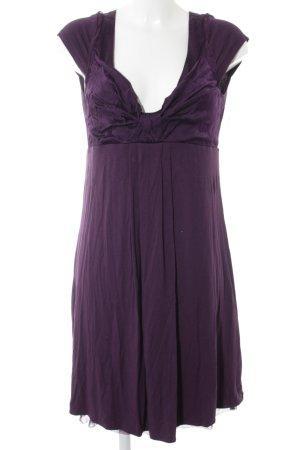S. Milton Kurzarmkleid lila Street-Fashion-Look