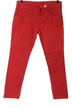 s.Oliver pantalón de cintura baja rojo look casual