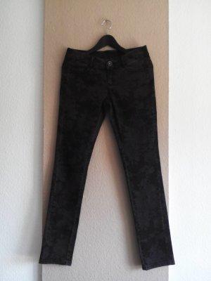 s. Oliver Skinny Jeans in schwarz mit Blumendruck, Größe 36