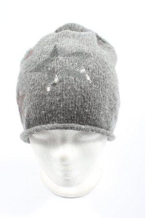 s.Oliver Sombrero de punto gris claro estampado temático look casual