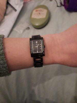 s. Oliver (QS designed) Reloj con pulsera metálica negro
