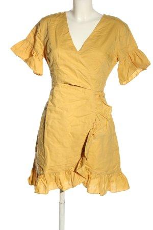 Sabo Skirt Vestido cruzado amarillo pálido look casual