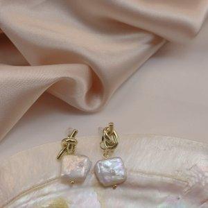 Kolczyk z perłą złoto-biały Metal