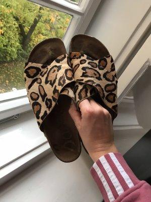 Sam Edelmann Leder Pantoletten mit Leoparden Muster