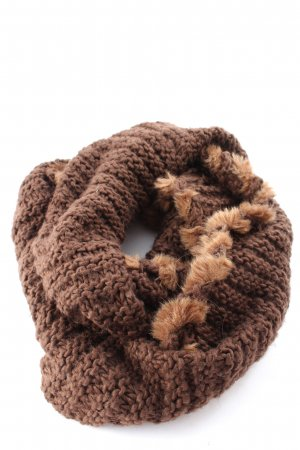 Samaya Tube Scarf brown cable stitch casual look