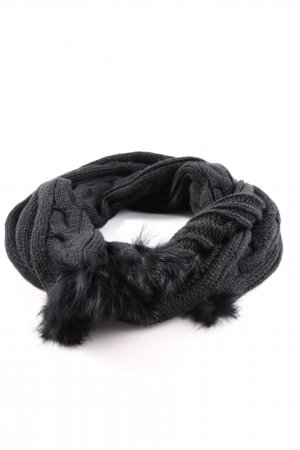 Samaya Knitted Scarf black cable stitch casual look
