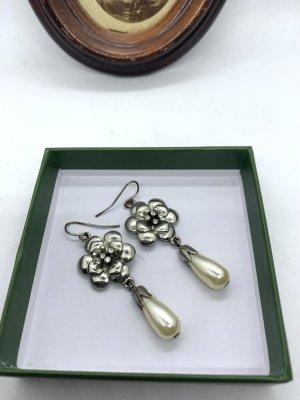Vintage Kolczyk z perłą srebrny-w kolorze białej wełny