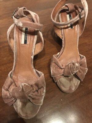 Samt-Sandaletten mit Fessel-Strap