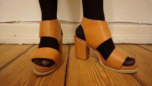 Sandale aus festem Glattleder