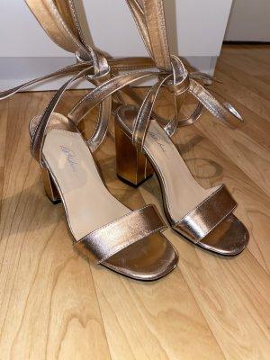 Sandale mit Blockabsatz & Bindung am Knöchel