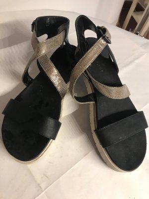 Sandale mit Goldriemchen