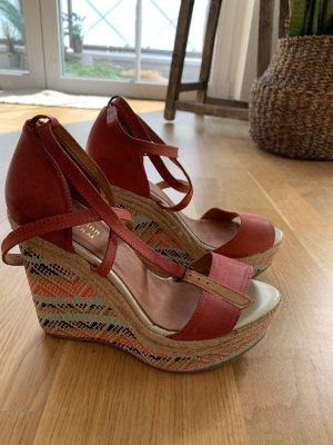 Sandale mit Keilabsatz - neu