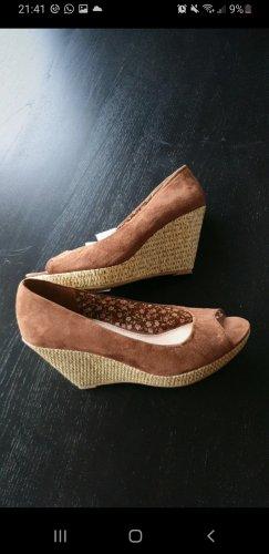 Sandale (ungetragen) Bastsohle/Keilabsatz braun
