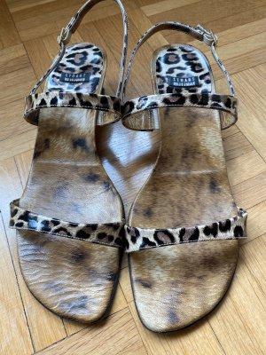 Sandale von Stuart Weitzman in Leopardenoptik Gr.39