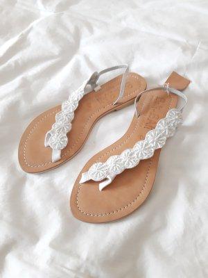 High-Heeled Toe-Post Sandals white