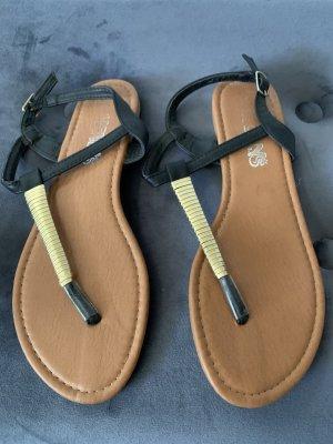 holly's Sandalo con cinturino nero-oro
